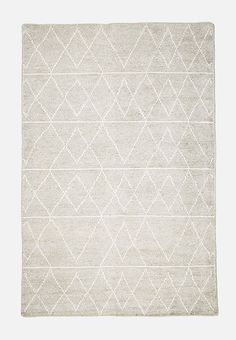 Add a little luxury to your living space with a beautifully patterned rug. This soft handwoven wool dhurrie design features a zig-zag print, and can do traditional as easily as it can contemporary! Art Decor, Home Decor, Hand Weaving, Living Spaces, House Design, Concept, Traditional, Wool, Contemporary