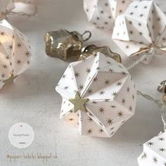 Origami for Everyone – From Beginner to Advanced – DIY Fan Christmas Origami, Christmas Paper, Christmas Crafts, Christmas Decorations, Origami Design, Diy Origami, Advent Calendar Boxes, Papier Diy, Paper Balls
