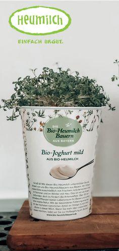 Selbstgezogenen Kräutern: nicht nur kostengünstiger als die oft in Plastik verpackten Kräuter aus dem Supermarkt, sondern auch nachhaltig angepflanzt in gebrauchten Heumilch-Joghurtbechern! Planter Pots, Hacks, Yogurt Cups, Hay, Household, Packaging, Repurpose, Health, Simple