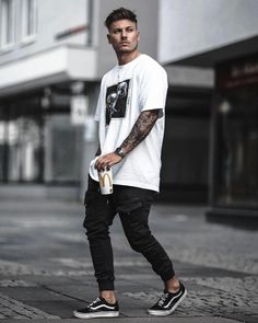 Street look, men street, street wear, street style, men photograp Street Style Boy, Street Look, Men Street, Street Wear, Street Styles, Street Outfit, Summer Outfits Men, Stylish Mens Outfits, Cheap Outfits