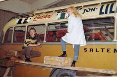 Bildet er fra den gang man malte reklame for hånd. Her Saltens Bilruter og malere er Willy Karlsen og Gunhild Stemland som begge jobbet hos Arne Jørgensen på 60-tallet. (Eva Jørgensen) Malta, Malt Beer