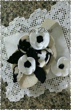 Flores em crochê (papoulas).