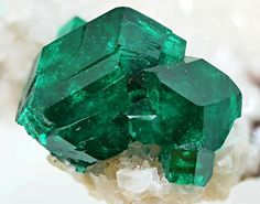 Sharp vitreous gemmy emerald green dioptase ( · ) on white calcite. From Tsumeb Mine, Namibia Emerald City, Emerald Green, All Things Cute, Mineral Stone, Watermelon Tourmaline, Gems And Minerals, Healing Gemstones, Gem Stones, Jehovah