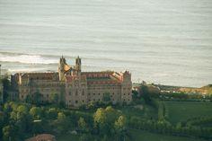 Edificios y jardines de la Universidad Pontificia - Turismo de Cantabria - Portal Oficial de Turismo de Cantabria - Cantabria - España
