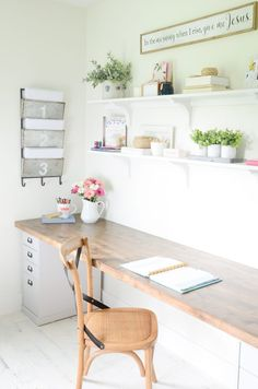 DIY Butcher Block Desk for my Home Office. Here is an easy and quick tutorial to create a DIY Butcher Block Desk for your home or work office with very few supplies. Diy Office Desk, Home Office Space, Diy Desk, Home Office Desks, Home Office Furniture, Office Decor, Diy Furniture, Office Ideas, Small Office