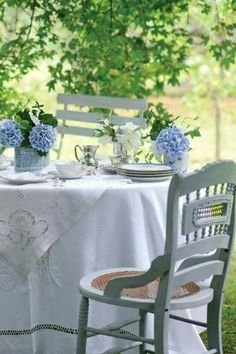 Chic Shabby and French Outdoor Table Setting