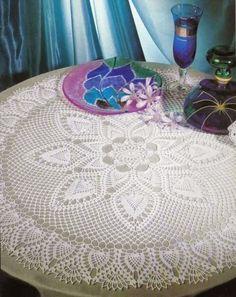 Belles nappes au crochet pour votre table ... avec leurs grilles gratuites Nappe ronde aux motifs ananas Nappe aux ...