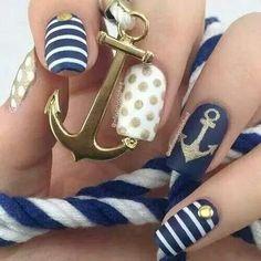 Uñas marinas con ancla, estoperol. Azul blanco y dorado. Beautyful nails.