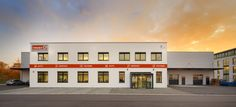 Laumer Komplettbau - Trost. Foto: Peters #laumer #beton #architekturbeton #architektur #verkaufshalle #lagerhalle #architecture #architecturephotography #architecturelovers #concrete #concreteart