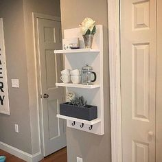 Are you in need of some genius small space bedroom storage ideas? Click through to see 15 unexpected Ideas For Bedroom Storage: Since there's a fine line between style and function, bedrooms can often present a real challenge when it Bedroom Storage For Small Rooms, Small Space Bedroom, Shelves In Bedroom, Entryway Shelf, Bedroom Storage Hacks, Bedroom Hacks, White Floating Shelves, Floating Shelves Bathroom, Wall Storage