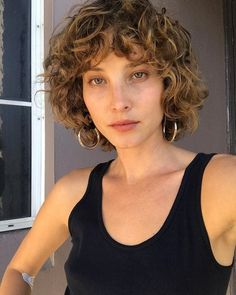 krullend haar Dirty dancing inspired the hair trend in Didnt know Dirty Dancing hat den Haartrend 2018 inspiriert. Wusste nicht, dass er gebraucht wird Dirty dancing inspired the hair trend in Didnt know it was needed hand - Curly Hair With Bangs, Curly Hair Cuts, Cut My Hair, Short Hair Cuts, Curly Hair Styles, Curly Hair Fringe, Shaggy Curly Hair, Undercut Curly Hair, Curly Lob