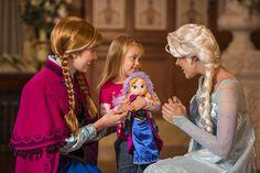'Frozen' Anna & Elsa Arrive at Princess Fairytale Hall Today #passporter