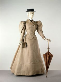 1895 day jacket and skirt used to travel.