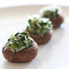 Stuffed mushrooms filled with spinach, shallots, ricotta and parmesan - a delicious appetizer for any occasion. Finger Food Appetizers, Yummy Appetizers, Appetizer Recipes, I Love Food, Good Food, Yummy Food, Cheese Stuffed Mushrooms, Fabulous Foods, Healthy Eating
