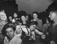 Weegee (Arthur Fellig), Their First Murder October © Weegee / International Center of Photography / Getty Images. Weegee Photography, History Of Photography, Landscape Photography, Art Photography, Famous Photographers, Street Photographers, Nocturne, New York Street, New York City