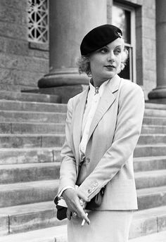Carole Lombard in front of a court house, finalising her divorce to William Powell, 1933.