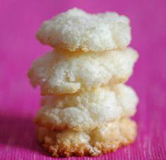 http://www.unbiscottoalgiorno.com/2011/10/biscotti-al-cocco.html