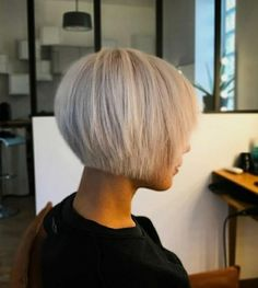 Short-Bob-Hairstyle-with-Fringe Best Bob Haircut Pictures in 2019 Kurz-Bob-Frisur- Best Bob Haircuts, Short Pixie Haircuts, Hairstyles Haircuts, Short Hair Cuts, Layered Haircuts, Pixie Bob Haircut, Trendy Haircuts, Fancy Hairstyles, Beautiful Hairstyles
