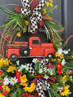 Spring Door Wreaths, Unique Doors, Grapevine Wreath, Grape Vines, Sassy, Crafty, Christmas Ornaments, Holiday Decor, Vintage