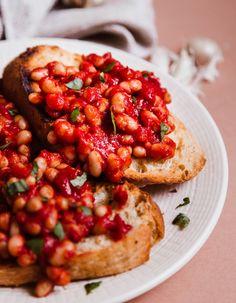 Fehérbabos kenyér Bruschetta, Chana Masala, Ethnic Recipes, Food, Essen, Meals, Yemek, Eten
