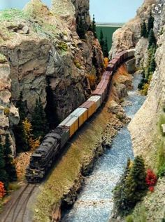 View 3 of the most amazing model train scenes ever created. These are outlandishly brilliant model train scenes. N Scale Model Trains, Model Train Layouts, Scale Models, Train Ho, Train Miniature, Escala Ho, Garden Railroad, Ho Trains, Train Tracks