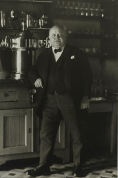 August Sander, Innkeeper, 1925, Gelatin Silver print, Ed. 3/12 of 1990, 18 x 24 cm