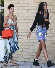 Nicole Murphy 51 rocks busty striped sundress on an afternoon outing with daughter Zola 19 Beautiful Little Girls, Beautiful Women, Tracey Edmonds, Nicole Murphy, Spice Girls, Orange Leather, Mariah Carey, Female Models, Short Hair Styles
