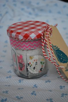 NelleKus: Theezakjes Leuk cadeau-ideetje!Theezakjes met op het label lieve woorden Homemade Gifts, Diy Gifts, Little Presents, Paper Packaging, Creative Outlet, Diy Projects To Try, Diy For Kids, Diy Tutorial, Teacher Gifts
