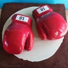 cakecrumbs-boxing-glove-cake-00.jpg (500×500)