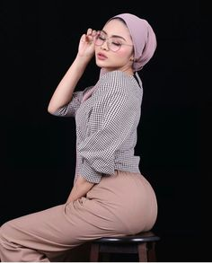 hijab styleYour scarf is a vital item from the clothes of ladies together with hijab. Hijab Style, Hijab Chic, Beautiful Muslim Women, Beautiful Hijab, Hijabi Girl, Girl Hijab, Iranian Women Fashion, Muslim Fashion, Hijab Jeans