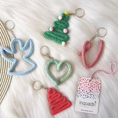 Inquadri (@inquadri) • Fotos e vídeos do Instagram Easy Handmade Gifts, Handmade Christmas Gifts, Christmas Crafts, Quilling, Sewing Projects For Kids, Crochet Projects, Loom Knitting For Beginners, Crochet Wall Art, Spool Knitting