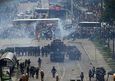 Os alunos foram detidos durante a manifestação da quarta-feira (29) por policiais à paisana, as agressões aconteceram dentro do Palácio do Governo