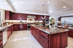 Wouldn't mind a kitchen like this!!