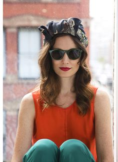 We love a good retro look with a turban and retro sunnies. Love this look, the colors and turban. Look Fashion, Runway Fashion, Fashion Design, Fashion Tips, Fashion Trends, Street Fashion, Fashion Outfits, Looks Style, Style Me