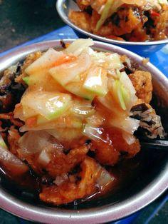 Bánh rán - món quen thuộc có mặt ở mọi địa điểm ăn uống Hà Nội, nhưng nổi tiếng và đắt khách thì không đâu vượt qua được 4 tiệm dưới đây đâu. LOZI sẽ lần lượt giới thiệu cho các bạn 4 địa điểm bán bánh rán này nhé.