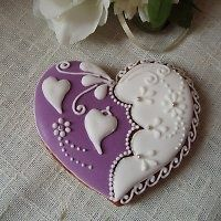 Heart cookie - although my mind tells me to try this, my inner self knows it would require about a week to produce, so I'll simply appreciate its beauty :-) PURPLE WEDDING RECEPTION CHERIE Fancy Cookies, Iced Cookies, Cute Cookies, Cupcake Cookies, Sugar Cookies, Cookie Favors, Flower Cookies, Easter Cookies, Christmas Cookies