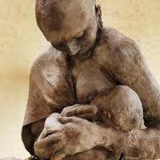 brown - mother and child - figurative sculpture - Ousmane Sow Ousmane Sow, Photo Deco, Contemporary African Art, Statues, Art Africain, Art Sculpture, Pin Art, Mother And Child, Oeuvre D'art