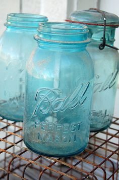 mason jars by Maker Mama, via Flickr.  I love jars, because yhey are a wondefull tool decorate every place to the house, and also reminds me my childhood
