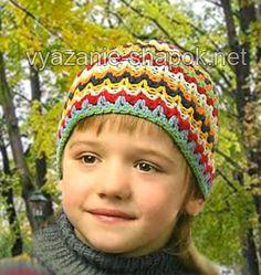 Эта симпатичная вязаная шапочка подойдет мальчику или девочке возраста 6-7 лет. Для нее нужны остатки пряжи нескольких цветов. Вяжется шапка крючком, цвета меняются каждый ряд. Можно импровизироват…