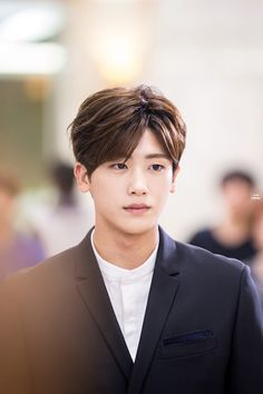 sister and I are watching strong woman do bong soon and we were literally yelling at the tv bc of how good he looks Asian Actors, Korean Actresses, Korean Actors, Actors & Actresses, Park Hyung Sik, Korean Star, Korean Men, Cute Actors, Handsome Actors