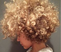 We can't imagine more eye-catching and flattering look than a curly and blonde hair. Especially if you have naturally curly and blonde hair color you will be. Love Hair, Great Hair, Big Hair, Gorgeous Hair, Natural Hair Inspiration, Natural Hair Tips, Natural Hair Styles, Blonde Natural Hair, Cabelo Natural 3c