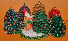 Árbol de navidad pequeño hecho con piña | Manualidades de hogar