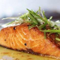 Recept pre prípravu LOSOSA NA MASLE na panvici. Losos je kvalitná a cenovo dostupná ryba. Pečený losos je jednoduchý a patrí medzi zdravé recepty Meat Recipes, Cooking Recipes, Healthy Recipes, My Favorite Food, Favorite Recipes, Fish And Meat, Seaweed Salad, Ham, Healthy Life