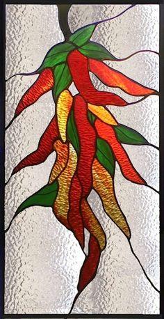 Caliente, caliente, al rojo vivo! Este panel de ají vidrieras puede ser personalizado tamaño para ajustarse a la abertura. Los rojos y amarillo cristal texturizado le da una mirada auténtica de pimienta seca. Los colores pueden hacer que una cocina pop con color y emoción. Por