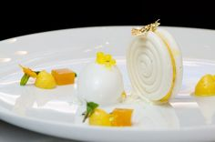 Pastry Chef Antonio Bachour of Quattro - New York, NY Baked Passion Fruit Meringue Sandwich with Coconut Sorbet, Passion Fruit Gelee, Basil Syrup, and Passion Fruit Pearls Gourmet Desserts, Fancy Desserts, Plated Desserts, Dessert Recipes, Bon Dessert, Low Carb Dessert, Eat Dessert First, Weight Watcher Desserts, Chewy Chocolate Chip Cookies