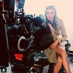 Burberry Sonbahar/Kış 2014 reklam kampanyasında yer alan Cara Delevingne'a yönetmenlik çok yakışmış!