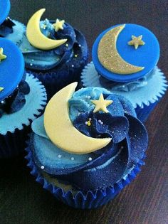 Moon and stars blueberry cupcakes