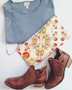 Digging this look with a pinstripe Irma tunic top and floral leggings, paired with some lightweight ankle boots, such a great 📷PC: Fall Leggings, Floral Leggings, Spring Fashion, Autumn Fashion, Winter Outfits, Casual Outfits, Cute Flats, Lula Roe Outfits, Ankle Boots