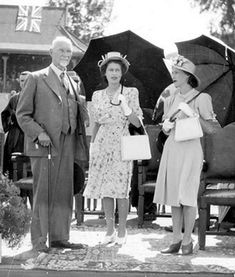 Jan Smuts and Princess Elizabeth and Princess Margaret on their visit to South Africa. Two Princess, Princess Elizabeth, Princess Margaret, South African Air Force, Night Shadow, Film Images, Royal House, African History, African Beauty
