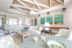 I can't think of a better way to kick off the weekend than with this stunning Gulf Coast beach house designed by Carrie Brigham, an award-winning interior designer out of Naples, Florida. Cle…